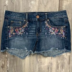 American Eagle embroidered jean shorts size 8